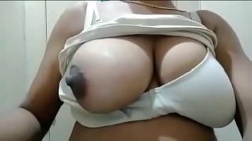 Desi Big Boobs Nipple Play