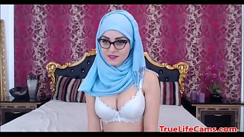 Muslim Teen Tits In Hijab WebCam Show